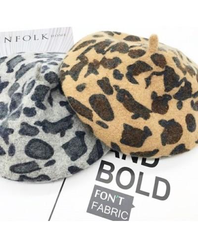 Femme béret chapeau léopard