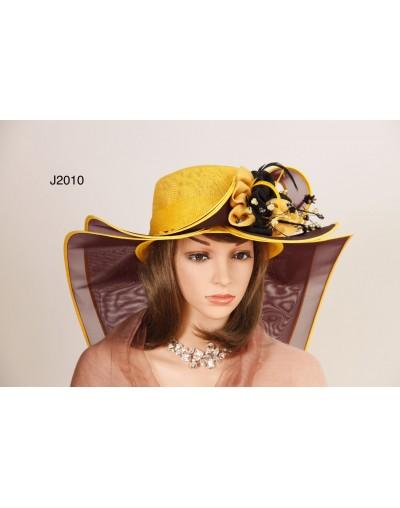 Chapeau traine à motifs