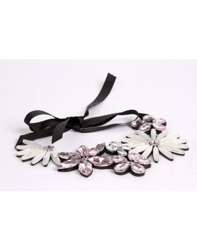 Collier motifs à fleurs